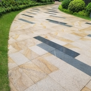 G682 Sunset Yellow Bush Hammered Patio Paver